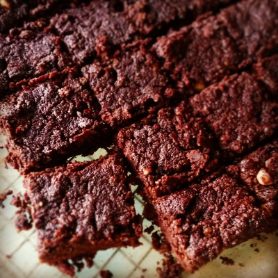 Beetroot-almond brownies